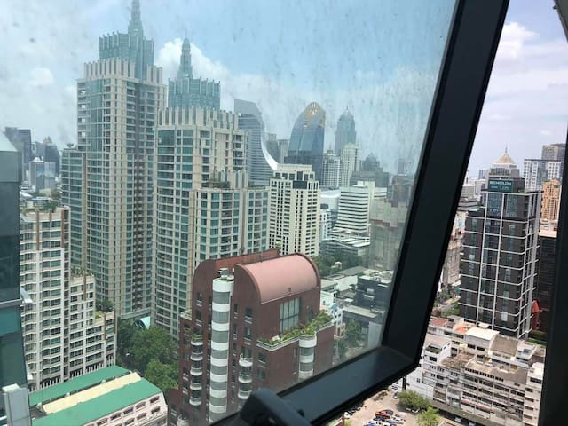 Central Bangkok luxury condominium 28