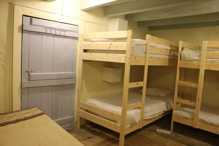 Dorm (2/2) @ XVIII century eco-farm!
