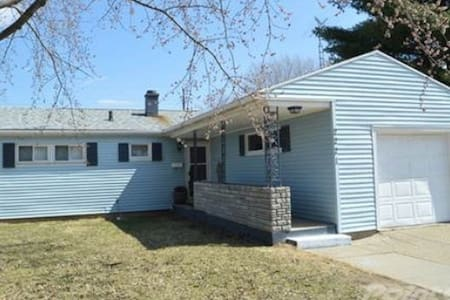 Clean and Convenient Notre Dame Area Home - South Bend - Ev