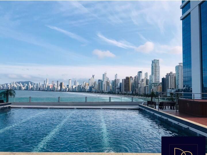 Apartamento com vista para oMAR piscina e GARAGEM