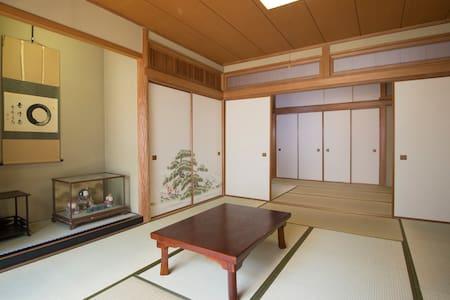 Kamakura Sta. 1min  鎌倉駅徒歩1分 広い和室と見晴らしの良い屋上スペース - Apartment