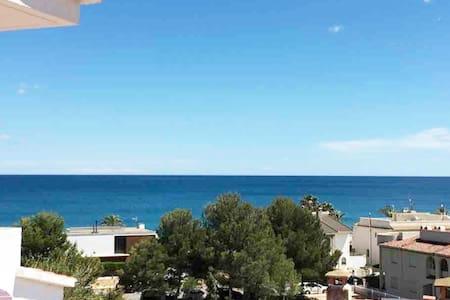 Vacaciones junto al Mediterráneo - Playa Cristal