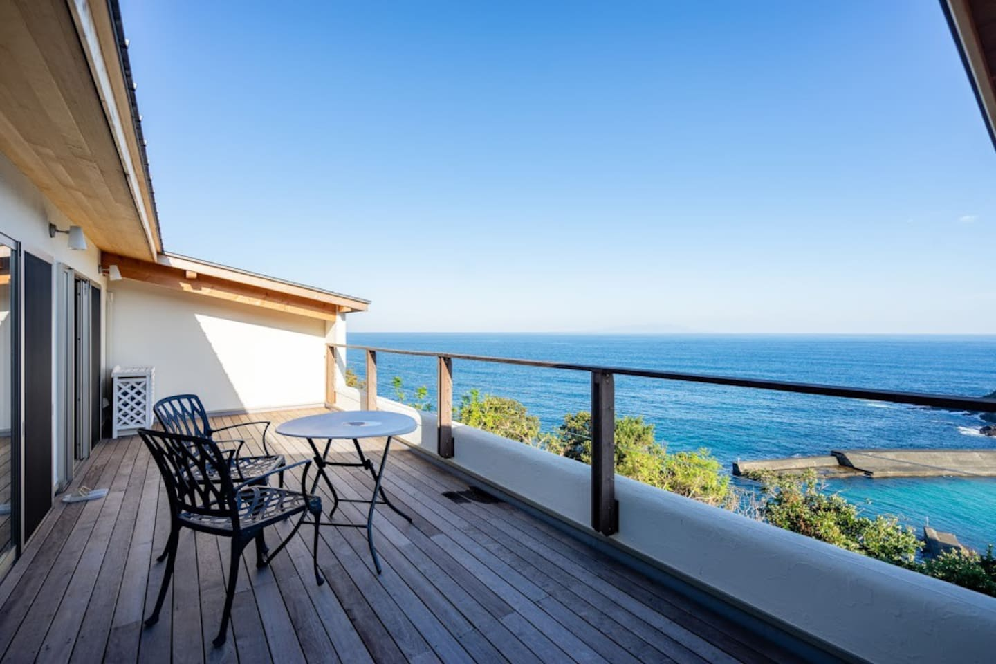 Front row seat to the dynamic view of the ocean.