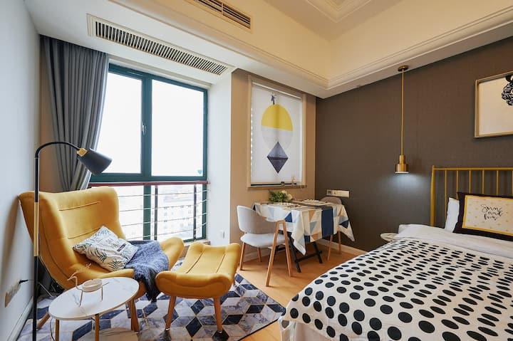 壹舍-地铁口广场公寓-近机场高铁 百寸投屏可做餐 新居公寓56