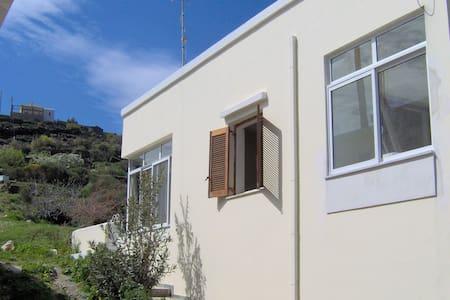 Traditional and Spacious Family House - Ormos Korthiou - Hus