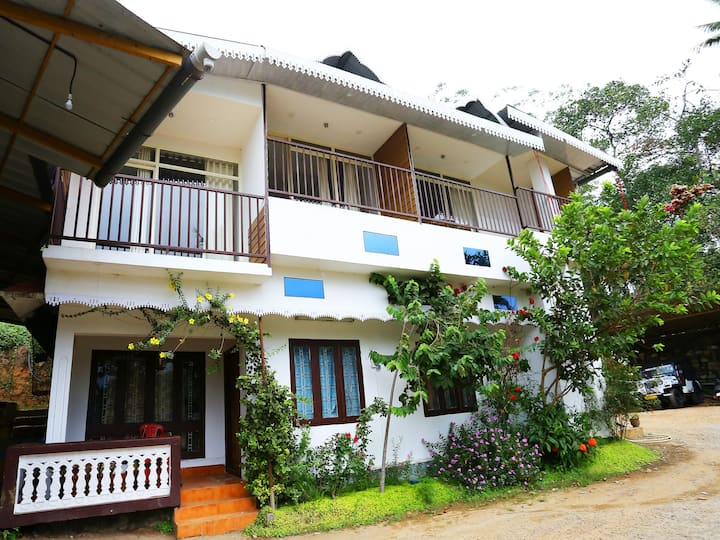OYO - Classic 1BR Home in Munnar - Amazing DeaL⚡⚡