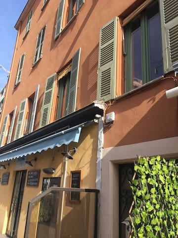 Charmant studio sur le port de Nice. ❤️
