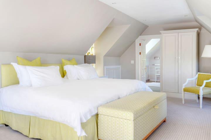 Loft Cottage, Bedroom 3, ensuite
