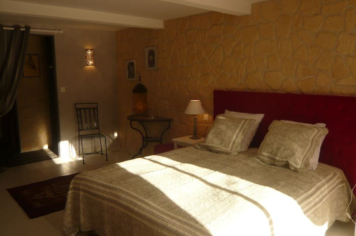 CHAMBRE VOLUBILIS - Saint-Hilaire - Bed & Breakfast