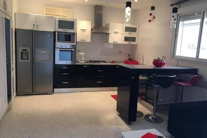 Luxueux étage de villa à La Soukra