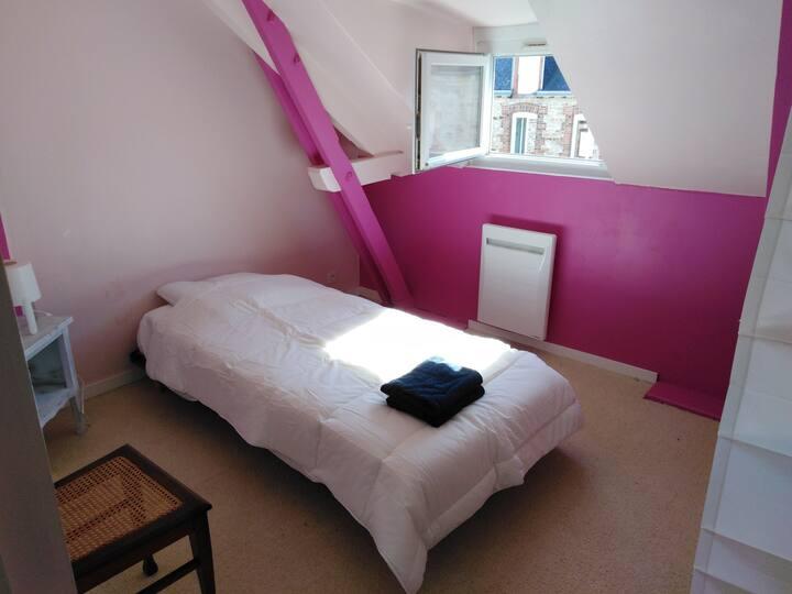 chambre privée dans maison dédiée aux voyageurs
