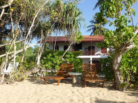 Villa Sunrise, room 1 with beach access