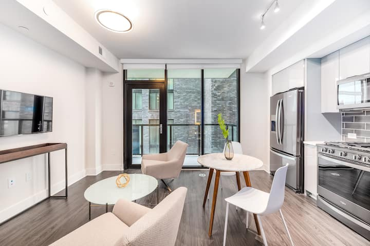 Upscale 1BR in Midtown