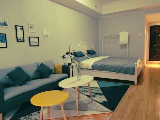 西夏万达落地式公寓,简约风格,居家休闲不二之选