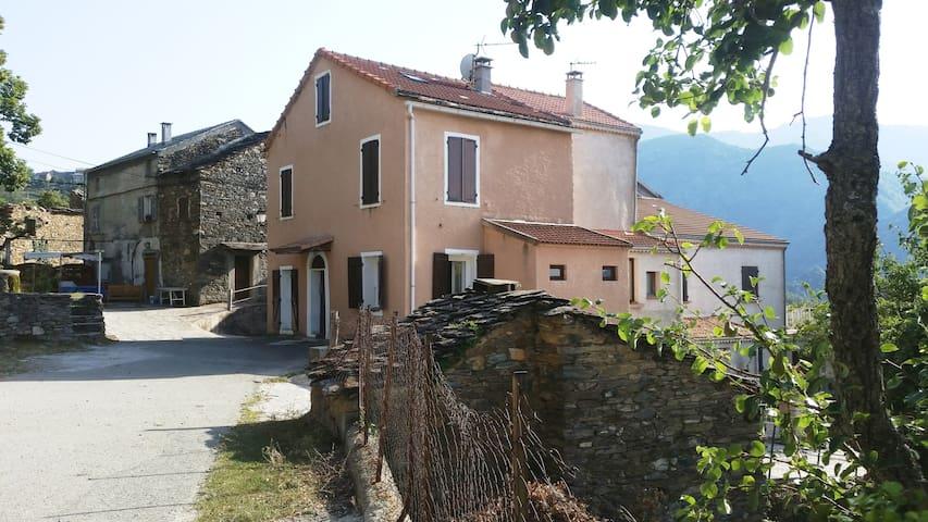 Grande maison village centre corse - Cambia - Ev