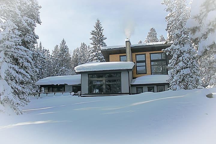 Secluded Mountain Retreat - Private Space - - Crowsnest Pass - Casa