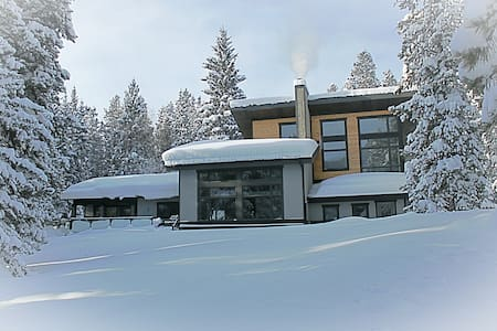 Secluded Mountain Retreat - Private Space - - Crowsnest Pass - 独立屋