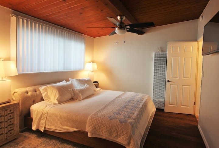 Boutique Luxury Suite B, Steps from the Beach!