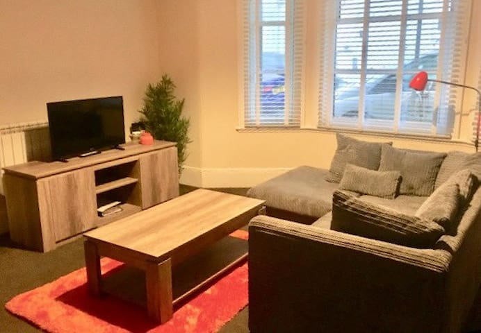 Newly furnished! Minutes walk from Torquay Harbour