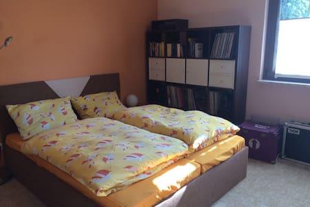 Schönes Zimmer auf dem Lande - Hainspitz - Casa