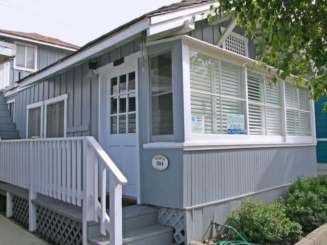Cute Cottage, Open Floorplan Duplex, 2 Blocks to Beach  Shops, WIFI - 304 Sumner Ave