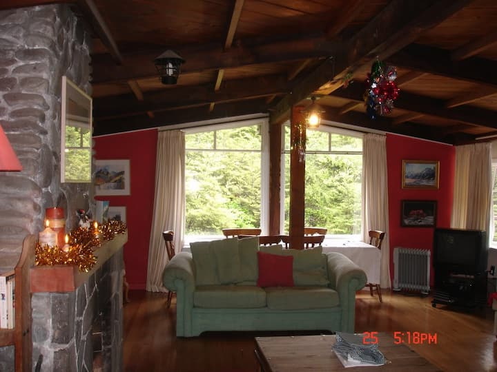 """""""Base Camp"""" rustic Holiday Chalet  in Arthurs Pass"""