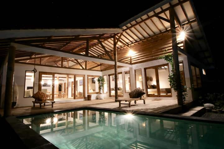 BEACHFRONT PRIVATE VILLA POOL- MANDIRI BEACH KRUI