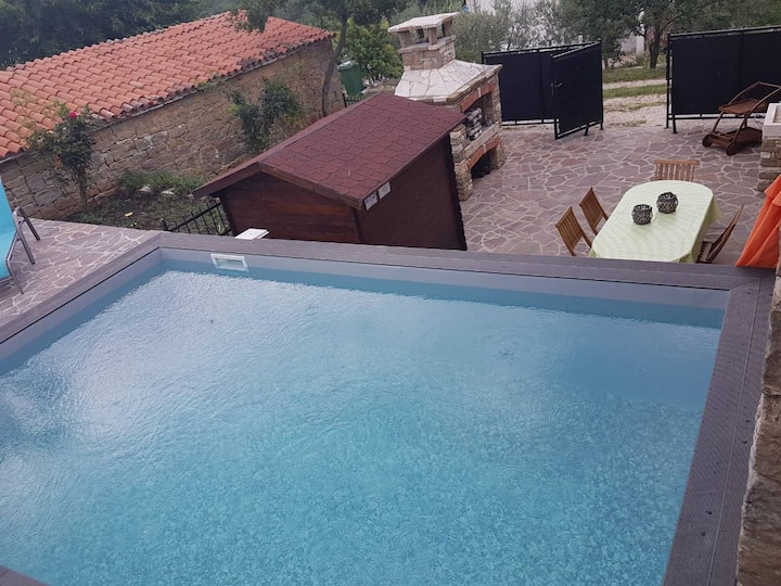 Beautiful stone house with pool in Momjan