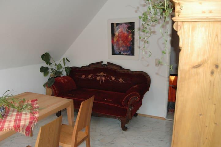 Ferienwohnung Langenstadt (Neudrossenfeld), Gemütliche 45qm Ferienwohnung direkt am Roten Main, kostenfreies WLAN