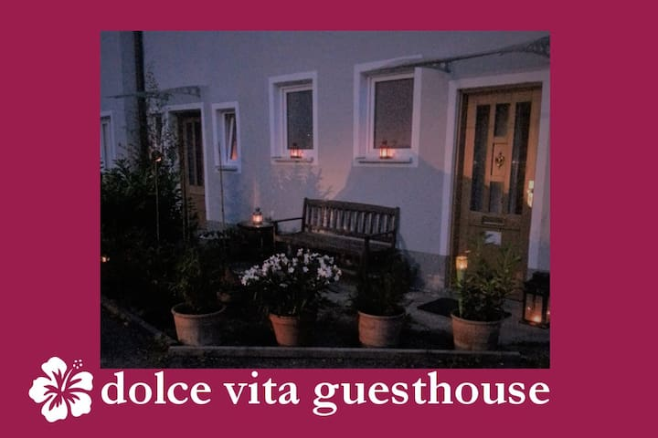 dolce vita guesthouse: Oase mitten in der Stadt - Freising - Pension