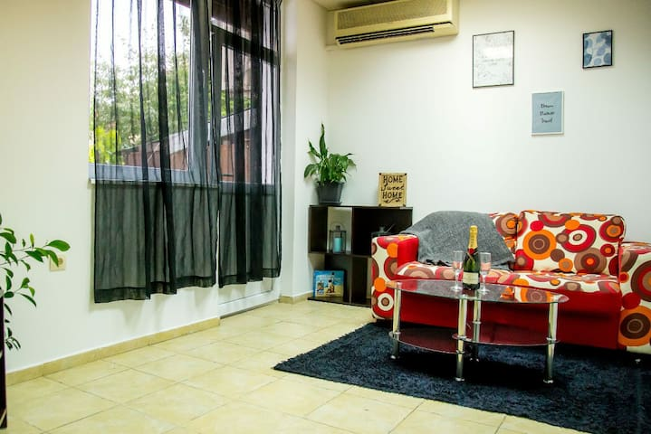 Beautiful one bedroom flat! St George apartment.