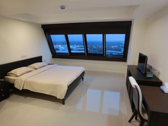 Rama 4 near MRT Klong Toei (1 Kilometer) Room 185