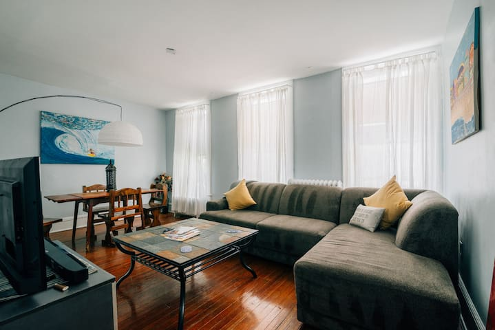 Bart and Brenda's NY-Style Apartment
