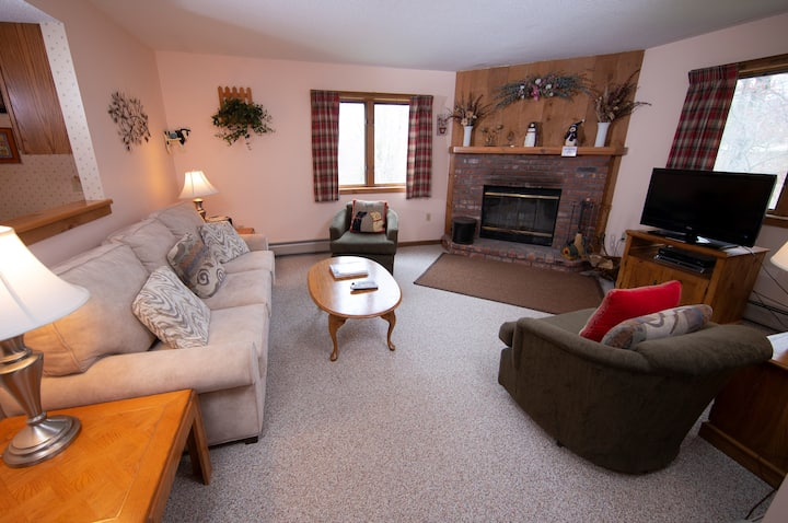 Cozy Ski-in/Ski-out condo on Okemo with Pool Access | Feel right at home!