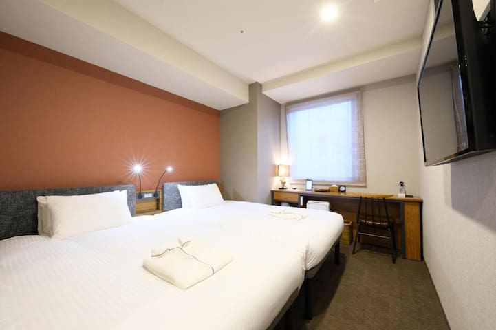 3 minutes walk from Akasaka station! Non smoking twin room