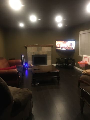 Cozy 4Bed 2Bath 15min from Downtown - Carson - House