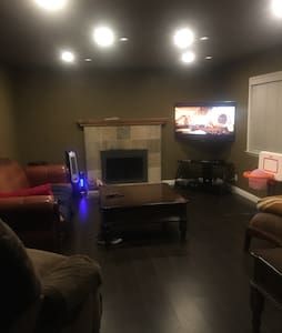 Cozy 4Bed 2Bath 15min from Downtown - Σπίτι