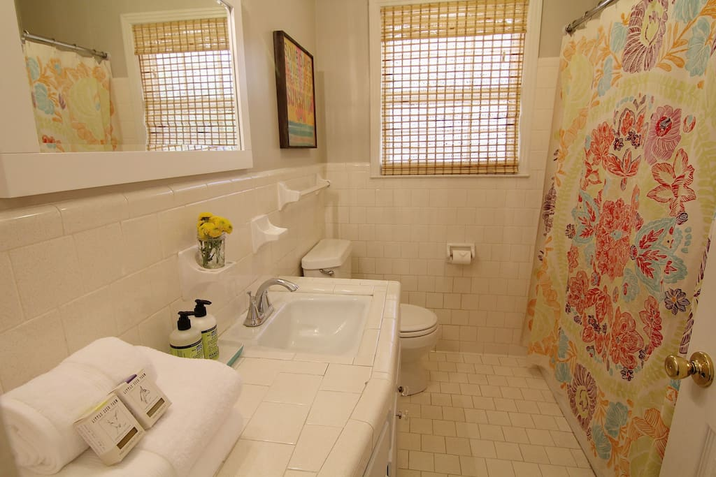 Hall bathroom with soft towels, shampoo and conditioner provided along with a local TN bar of soap.