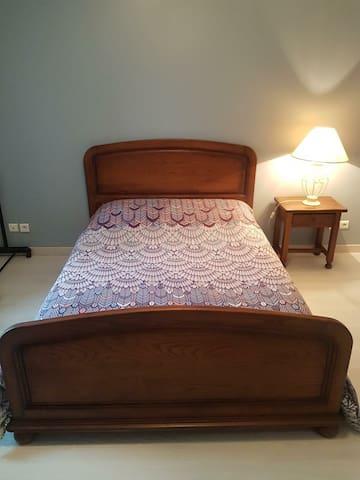 Chambre 2,  literie 140