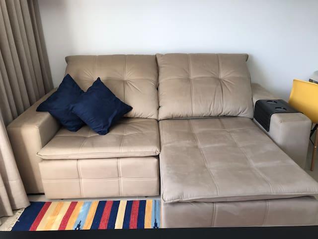Confortável sofá retrátil e reclinável