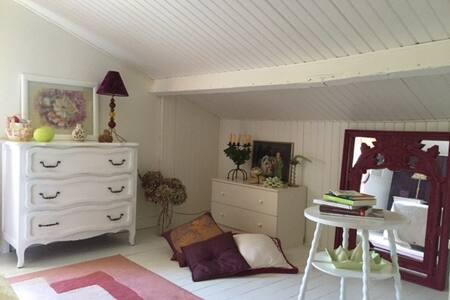 LA CHAMBRE ANGLAISE DES HIRONDELLES, 2 personnes - Lege-Cap-Ferret - Гостевой дом