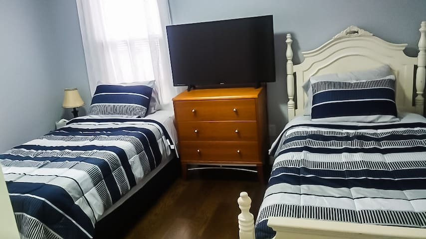 3 - Standard Room with Dbl. Twin Size Beds