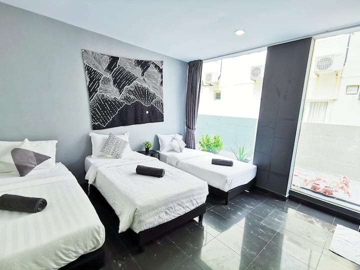 Private Room for three at Gurney Drive