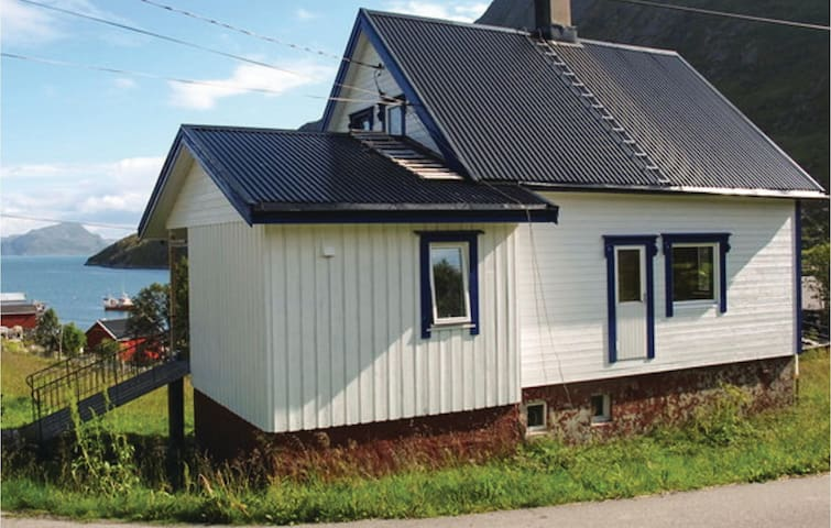 Holiday cottage with 3 bedrooms on 100 m² in Kårhamn