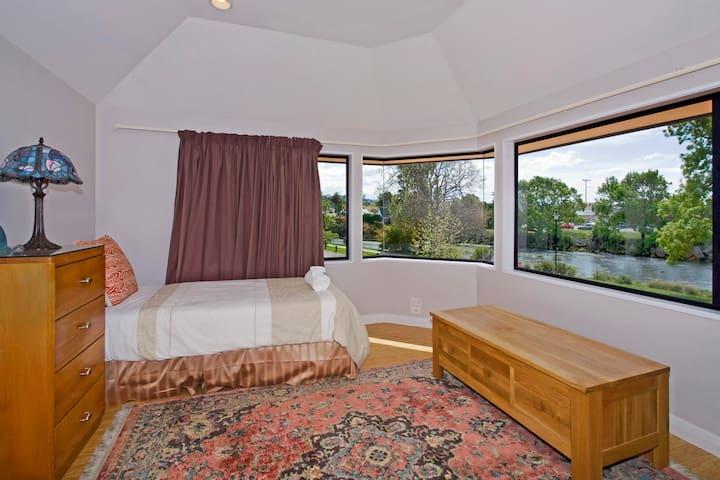 Bedroom 4(upstairs) : Single bed + Single bed