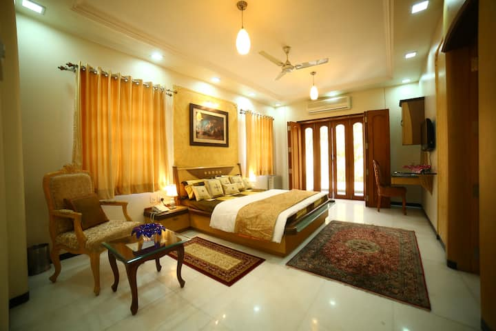 Luxurious Room with Balcony in a Beautiful Villa