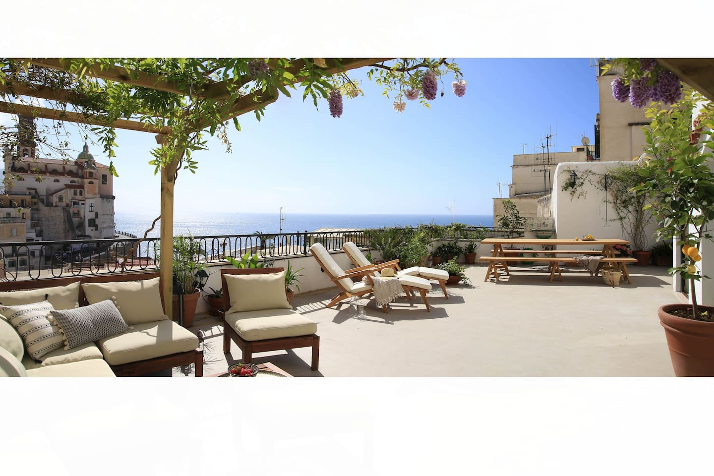 The spacious terrace offers a magnificent view over the village and the sea
