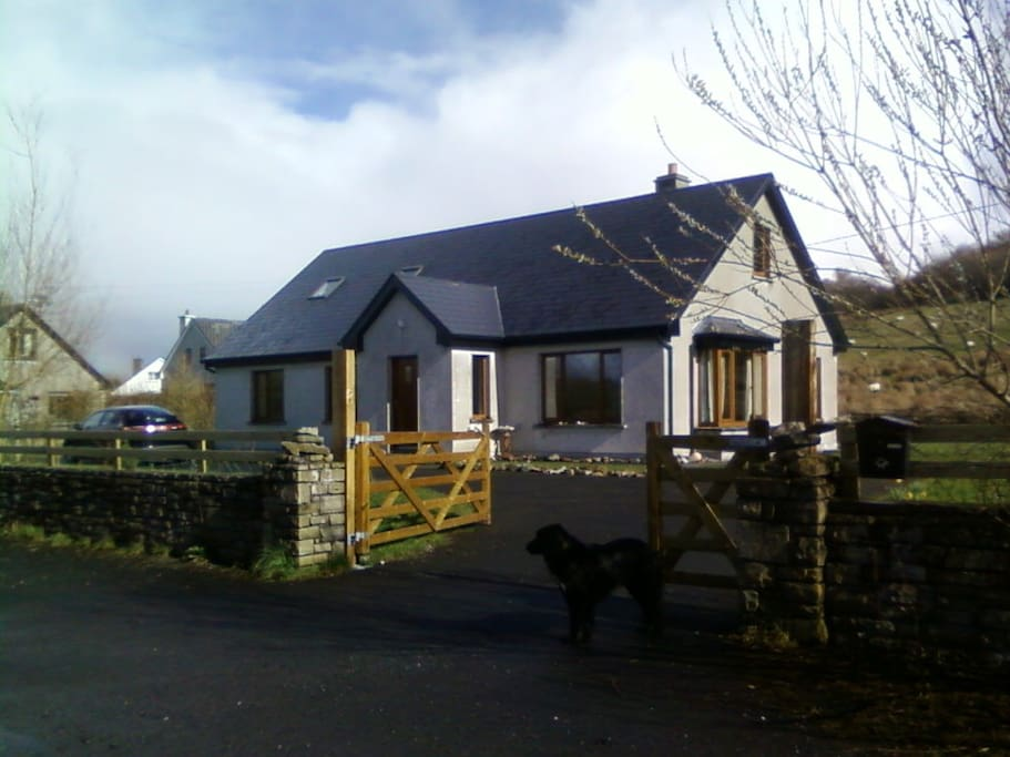 Fáilte & welcome.  The house is located beside a tidal sea inlet on quiet cul de sac.