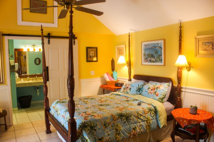 Seabreeze Gulfport Waterfront Beach by Tech Travel Suite 6 - Key West