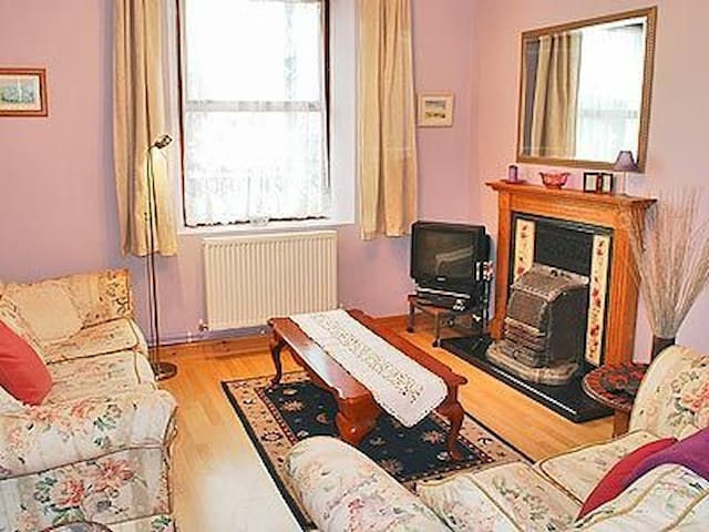Comfortable Welsh Cottage centrally located